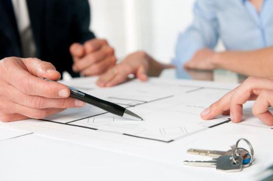 Подписание договора купли-продажи квартиры